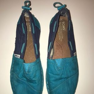 Two toned Blue Toms